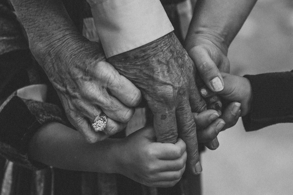nujni dediči